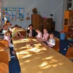 Дети в детской комнате
